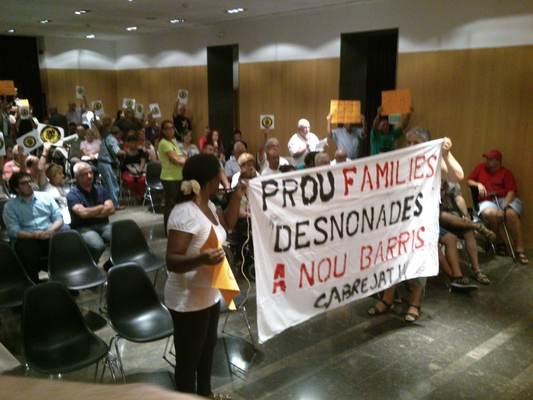 Plenari Ajuntament - VillaDesahucio discursa contra desahucios